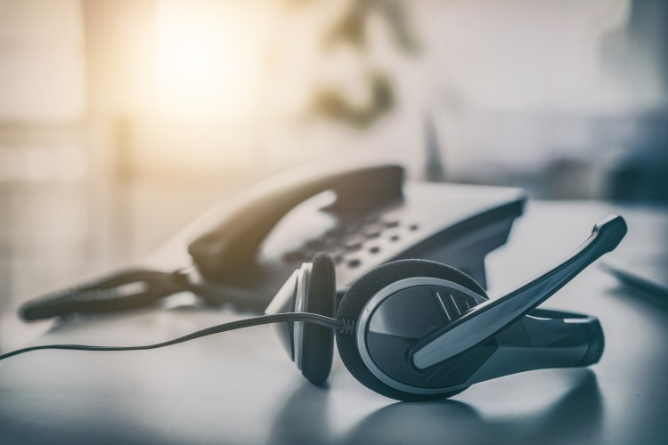 5 Voice Tips for Dealing With Customers Over The Phone